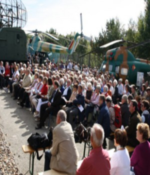 Publikum vor Open-Air-Bühne